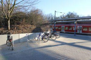 """IMG 0382-300x200 in Neue Bike+Ride Fahrradabstellplätze an der S-Bahn Station """"Karl-Wiechert-Allee"""""""